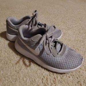 Gray Nike Tanjun, Kids Size 13